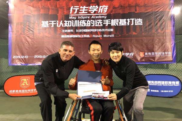 רונן מורלי עם תלמיד בכיסא גלגלים